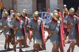 Escenificación el 28 de julio por la mañana en las calles de Garray. Grupo romano